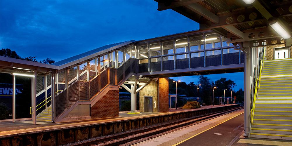 Beleuchtung von Treppen und Personenüberführungen im Bahnbereich